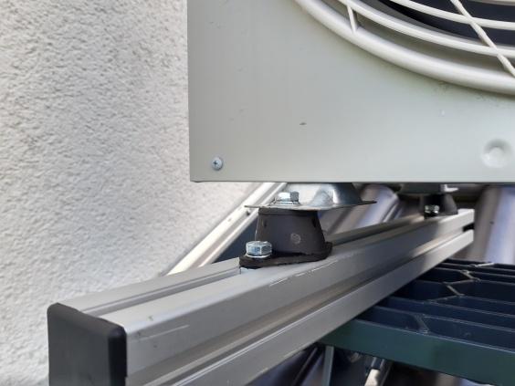 ACE Compression Mounts dempen trillingen in airco - Closeup