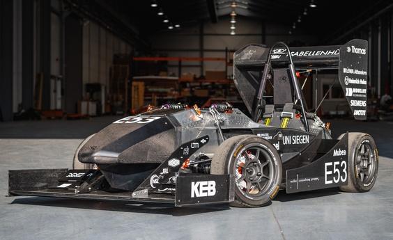 Molly, de elektrisch aangedreven raceauto van het Formula-Student team van de Universiteit Siegen, beschikt als een van de weinigen in deze categorie over een aluminium monocoque constructie